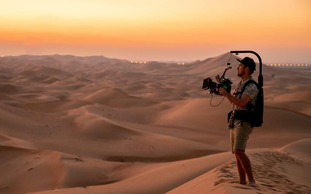 uae-desert-filmmaker-cameraman